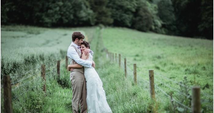 Liz & Jon's Manor Barn Buriton wedding previews!