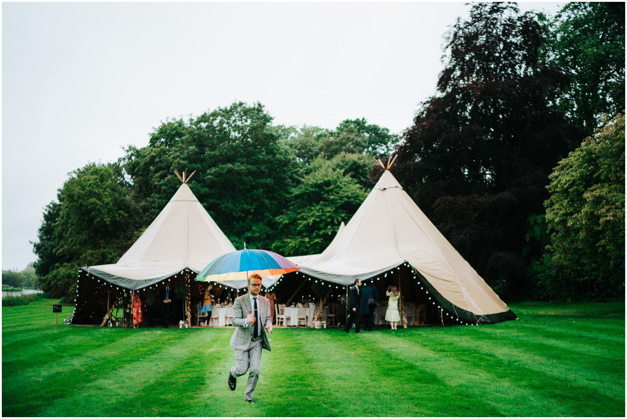 rainy wedding photography